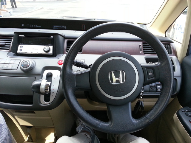 Picture of 2005 Honda Stream, interior