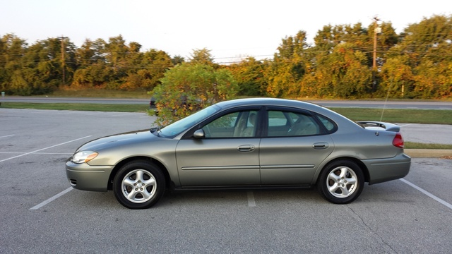 2004 ford taurus - pictures