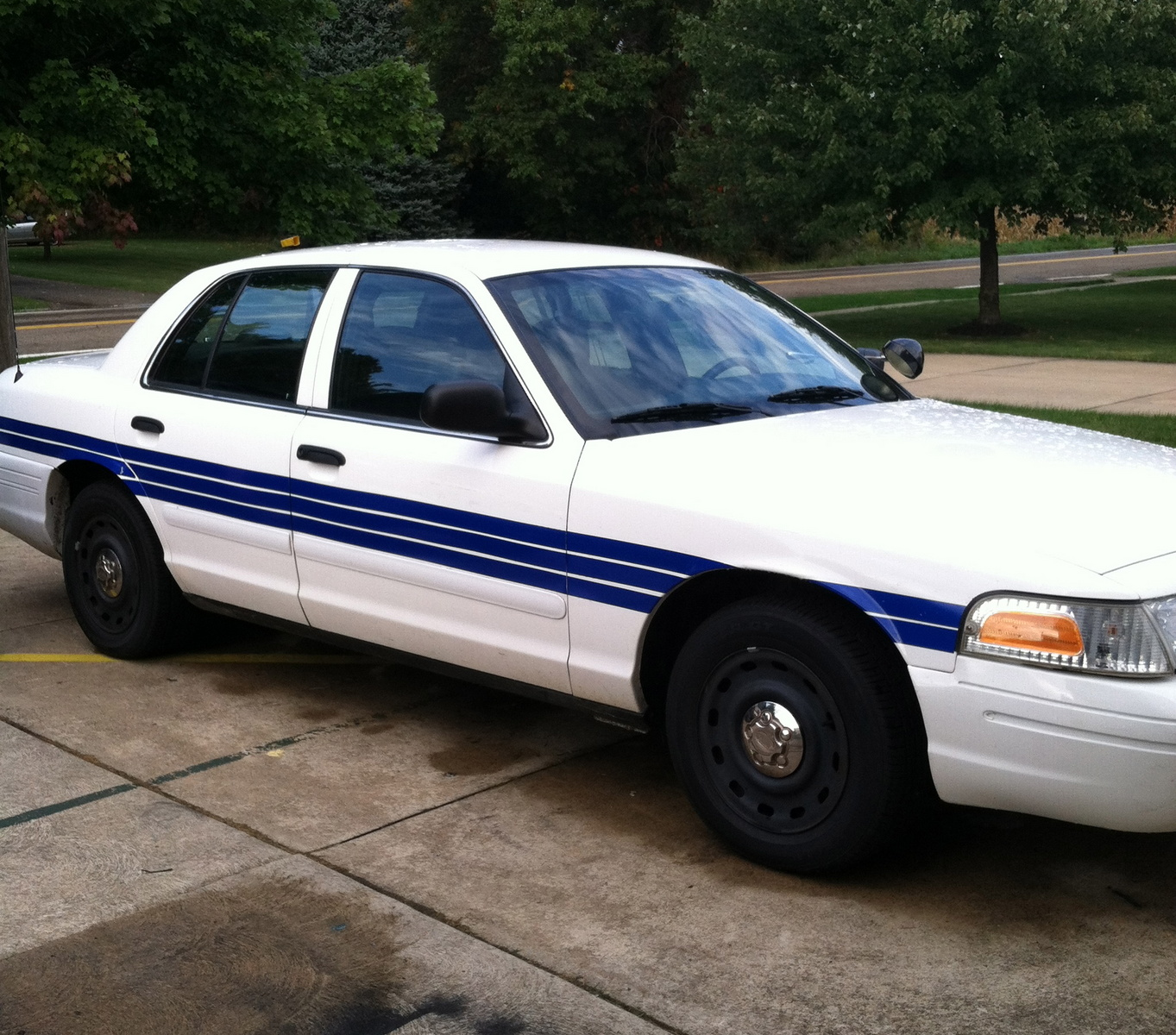 2008 Ford Crown Victoria Exterior: 2005 Ford Crown Victoria