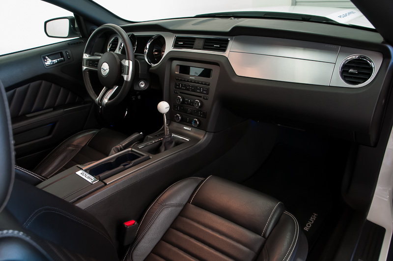 2010 ford mustang interior pictures cargurus for 2015 mustang interior dimensions