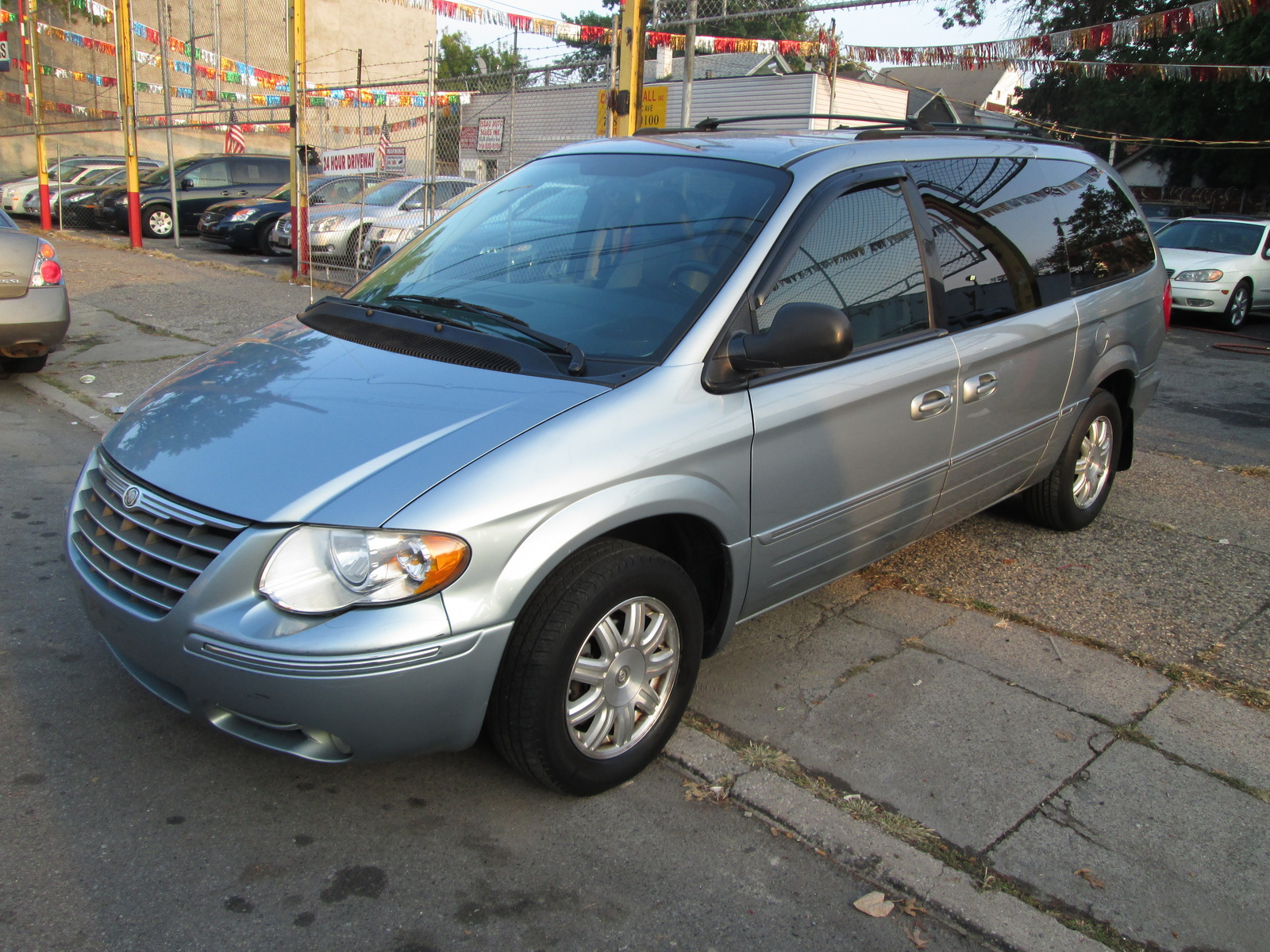2005 Chrysler Town Amp Country Pictures Cargurus