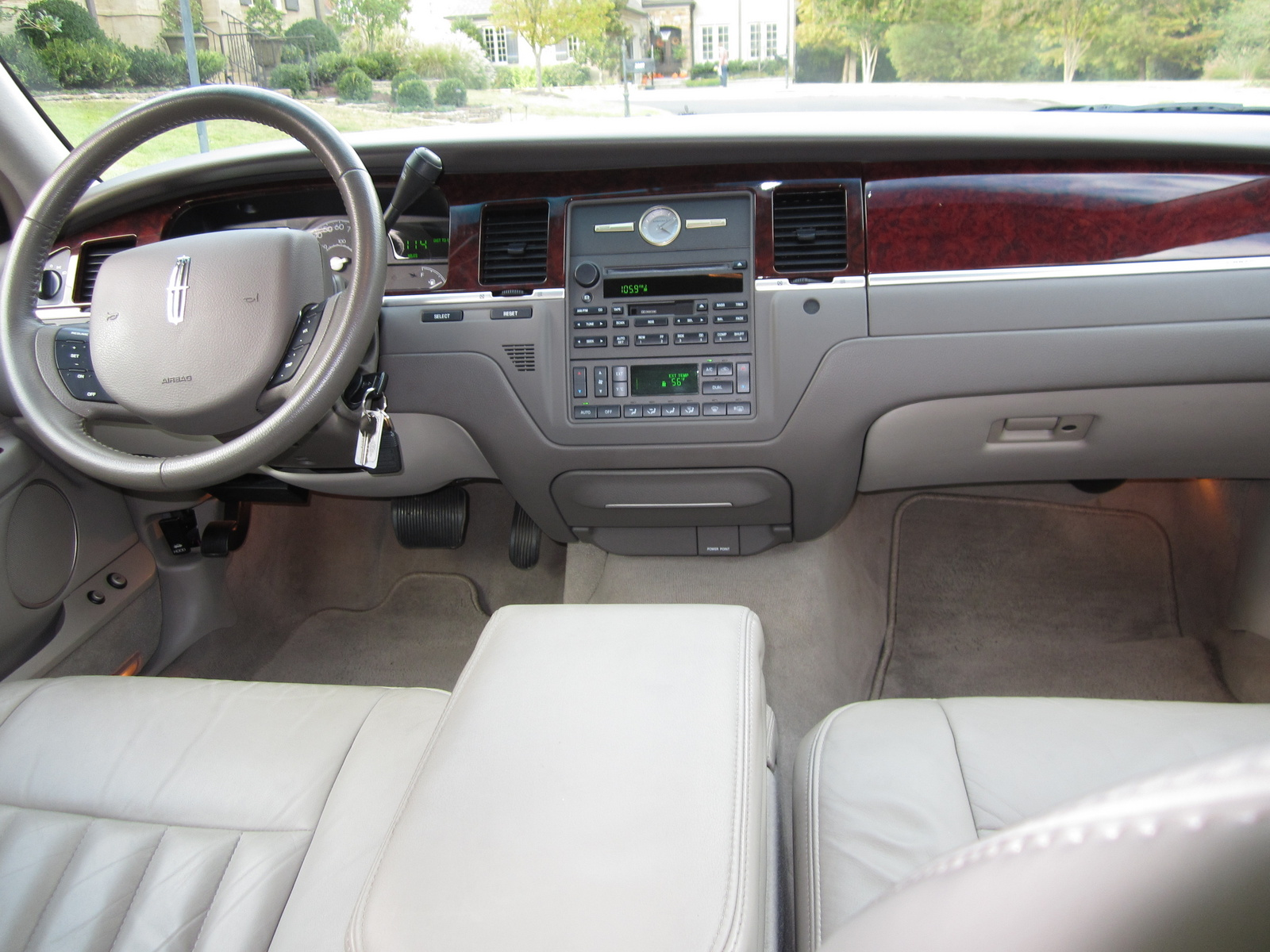 2005 lincoln town car interior pictures cargurus. Black Bedroom Furniture Sets. Home Design Ideas