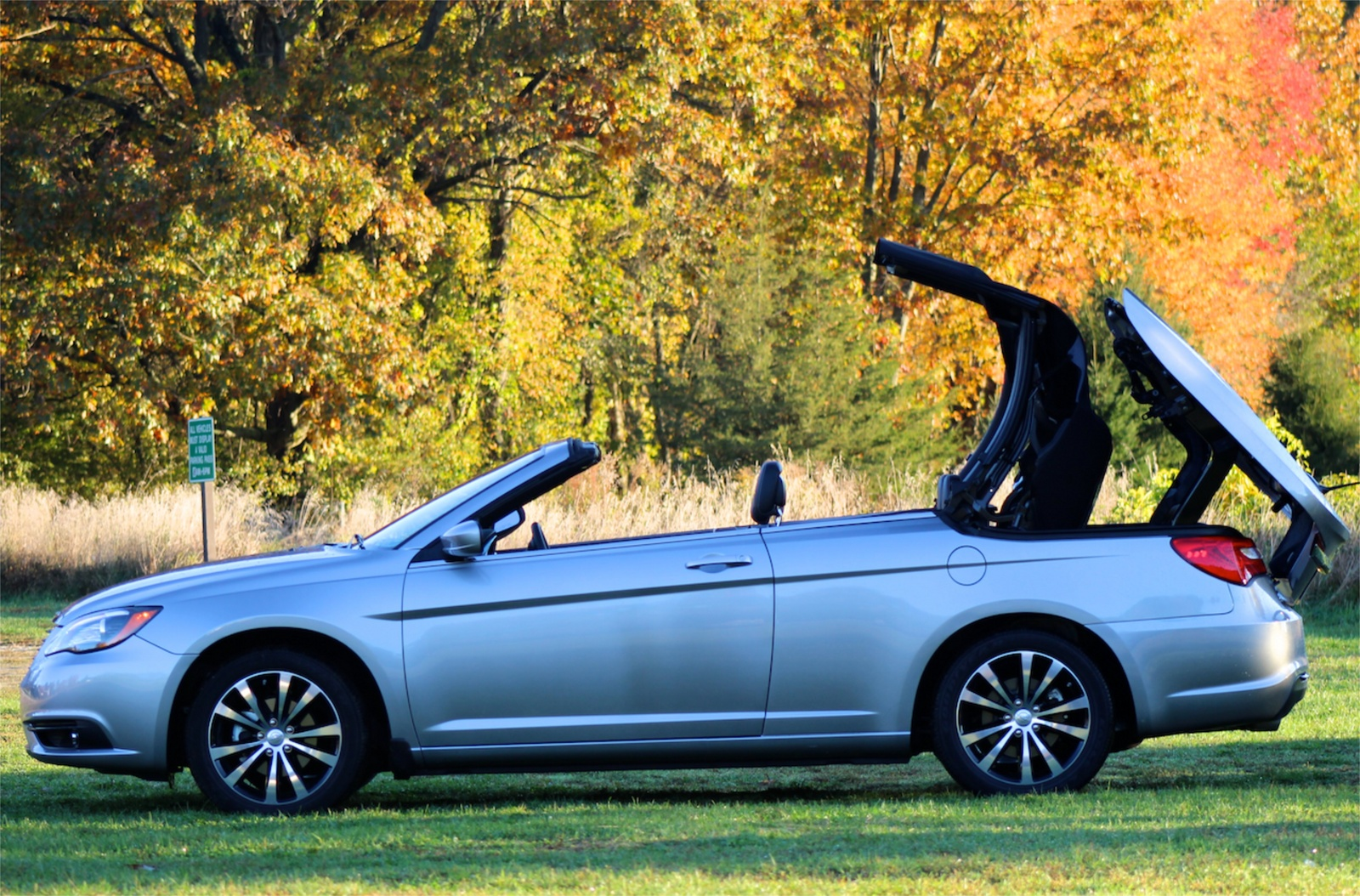 Side view of the 2013 Chrysler 200S Convertible, exterior