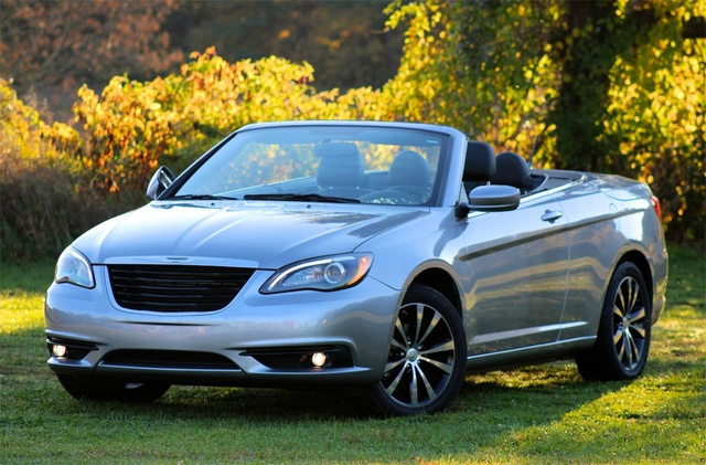 Front 3/4 view of the 2013 Chrysler 200S Convertible, exterior