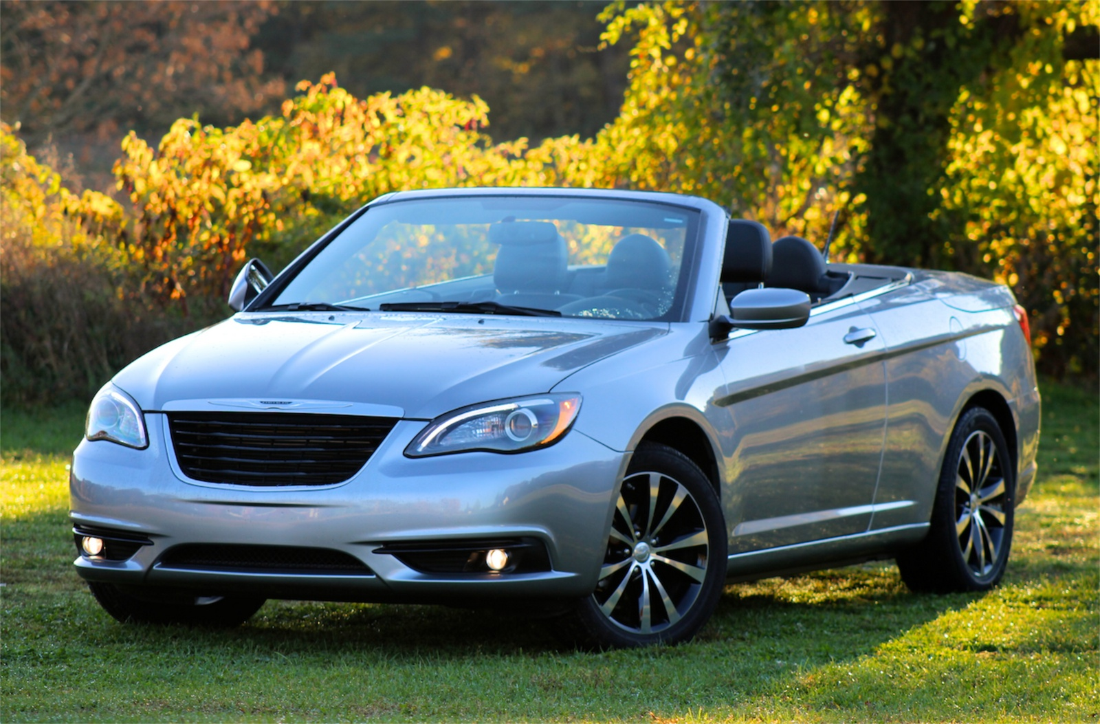 Front 3/4 view of the 2013 Chrysler 200S Convertible, exterior, lead_in