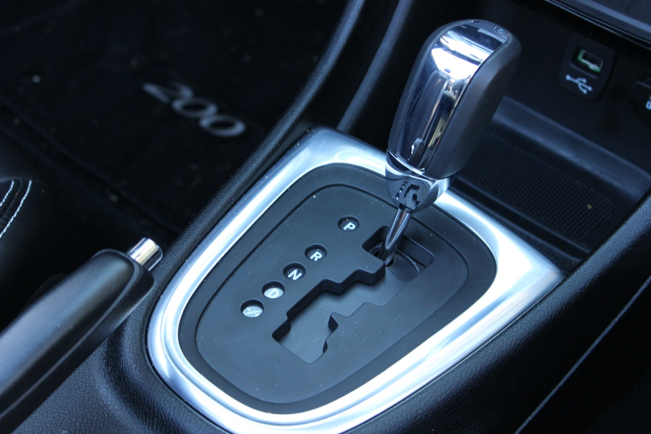 Gear selector of the 2013 Chrysler 200S Convertible, performance, interior
