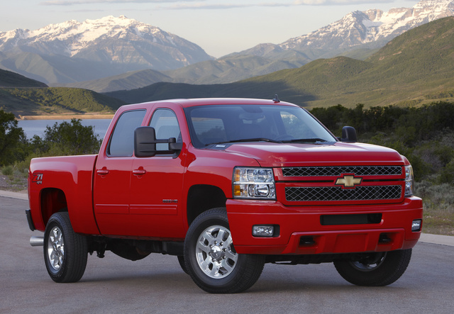 2014 Chevrolet Silverado 2500HD, Front-quarter view. Copyright General Motors, exterior, manufacturer, gallery_worthy