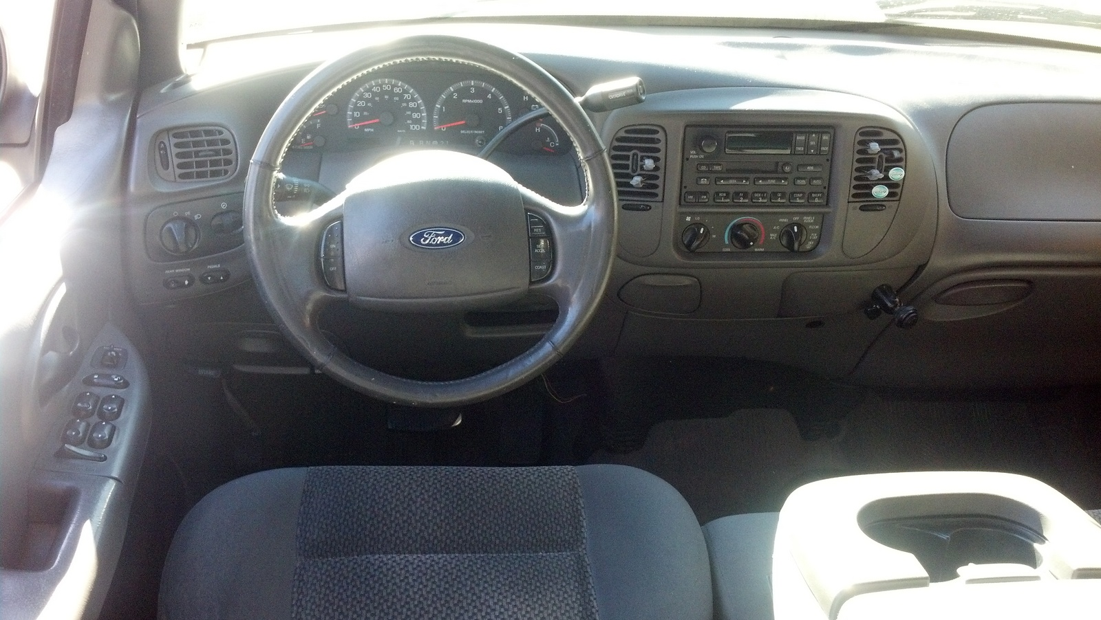 T8682570 Remove rear seat in 2004 ford f 150 further Fotos De Trocas Ford Lobo IyEarxRny further Images Of 2002 Ford F 150 4x4 Supercrew 19be79d1d0d67830 likewise Ford F150 1999 also Watch. on 2006 f150 crew cab