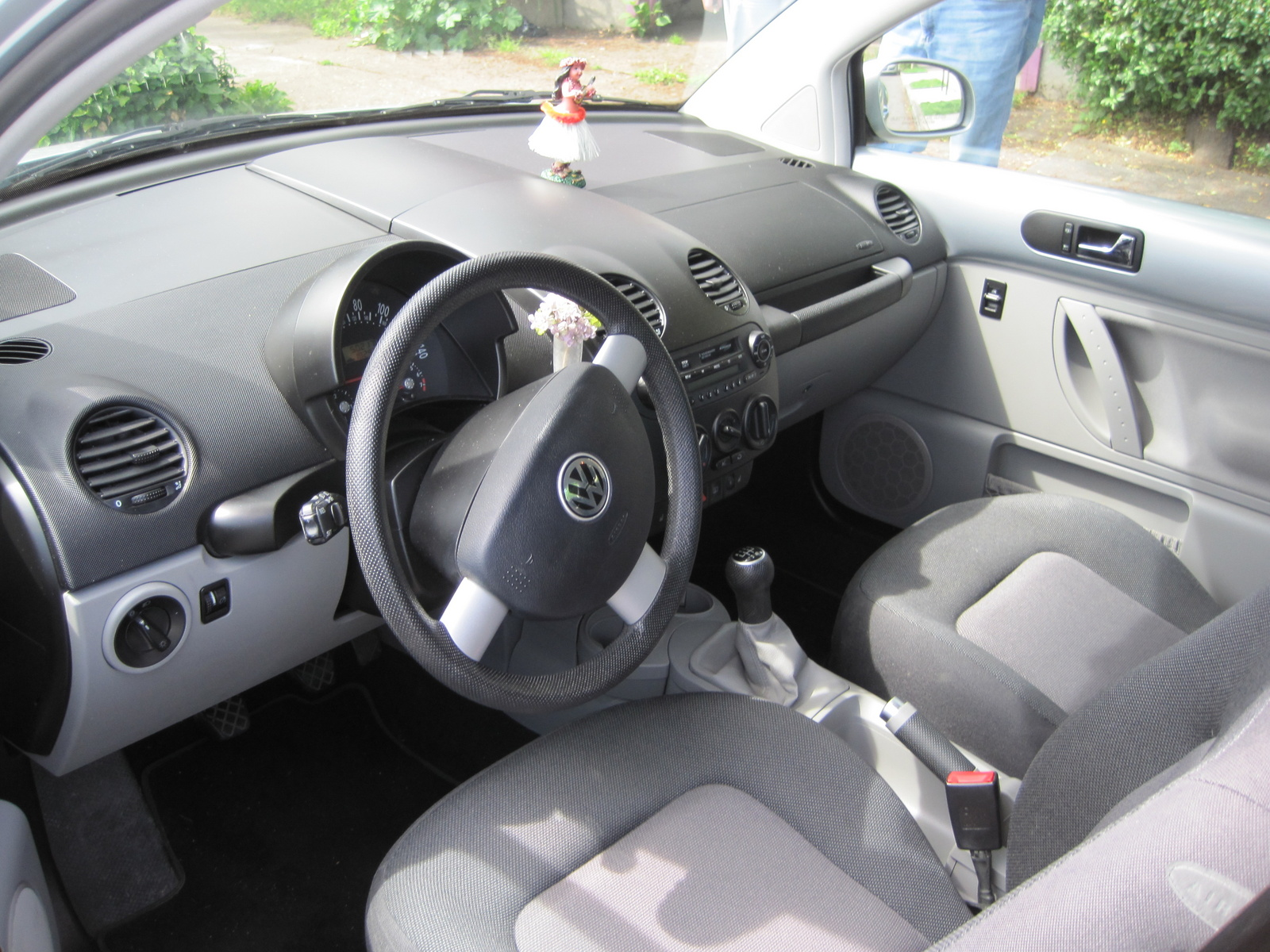 2004 volkswagen beetle interior pictures cargurus. Black Bedroom Furniture Sets. Home Design Ideas