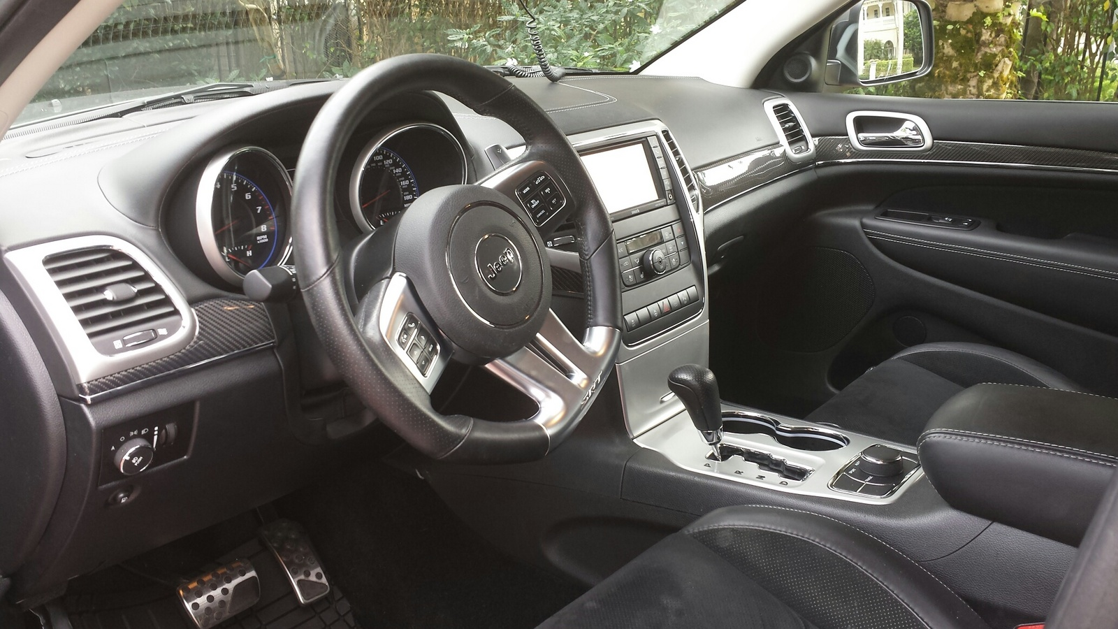 2012 jeep grand cherokee interior pictures cargurus. Black Bedroom Furniture Sets. Home Design Ideas