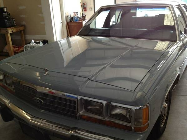 Picture of 1988 Ford LTD Crown Victoria