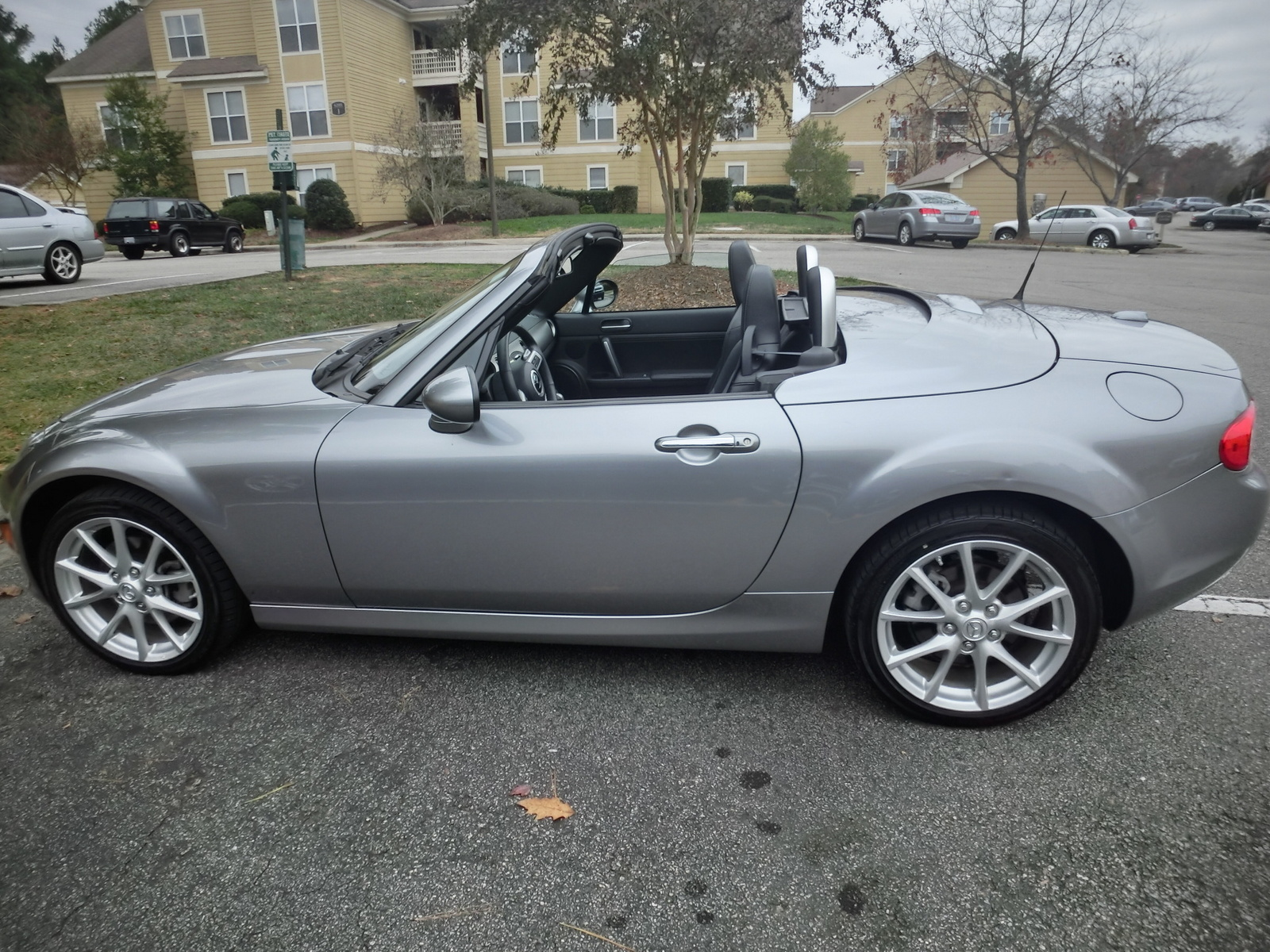 2011 mazda mx 5 miata exterior pictures cargurus. Black Bedroom Furniture Sets. Home Design Ideas