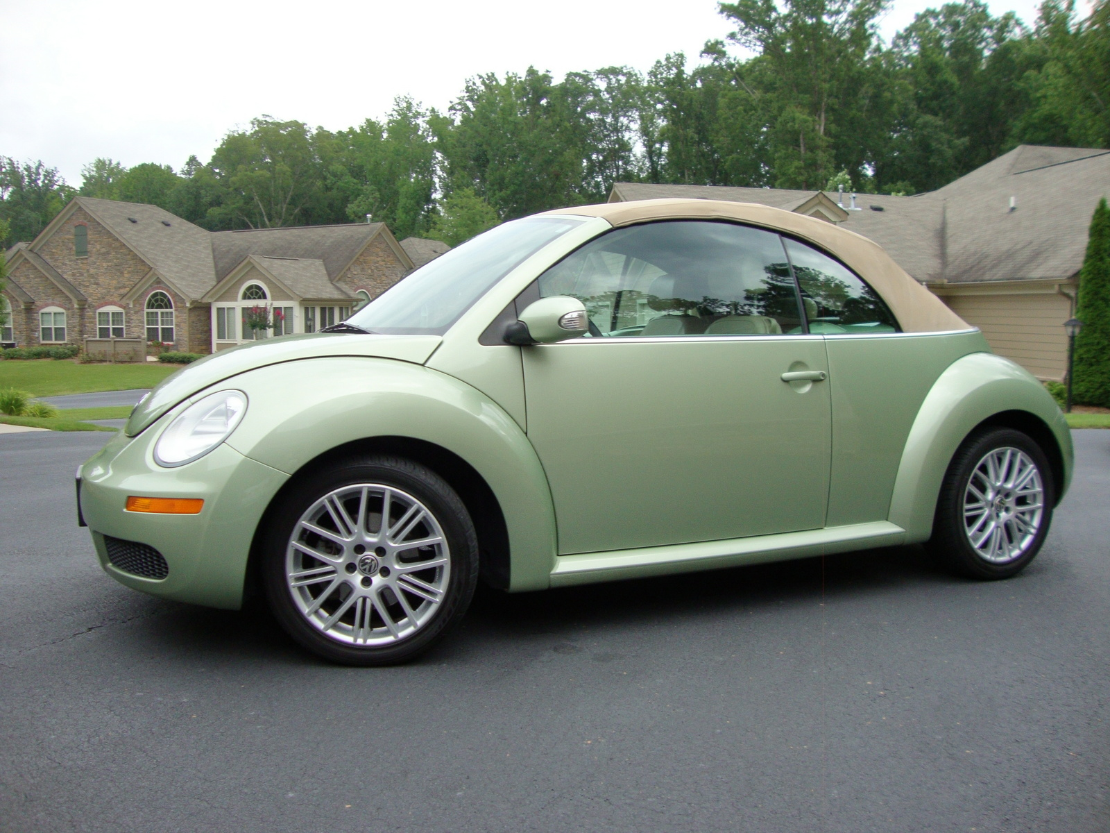 2007 volkswagen beetle pictures cargurus. Black Bedroom Furniture Sets. Home Design Ideas
