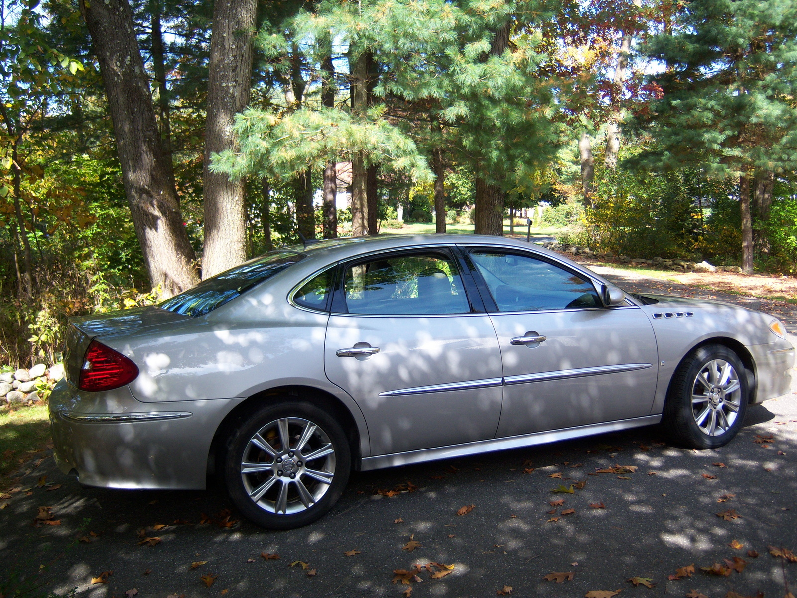 used 2009 buick lacrosse pricing features edmunds. Black Bedroom Furniture Sets. Home Design Ideas
