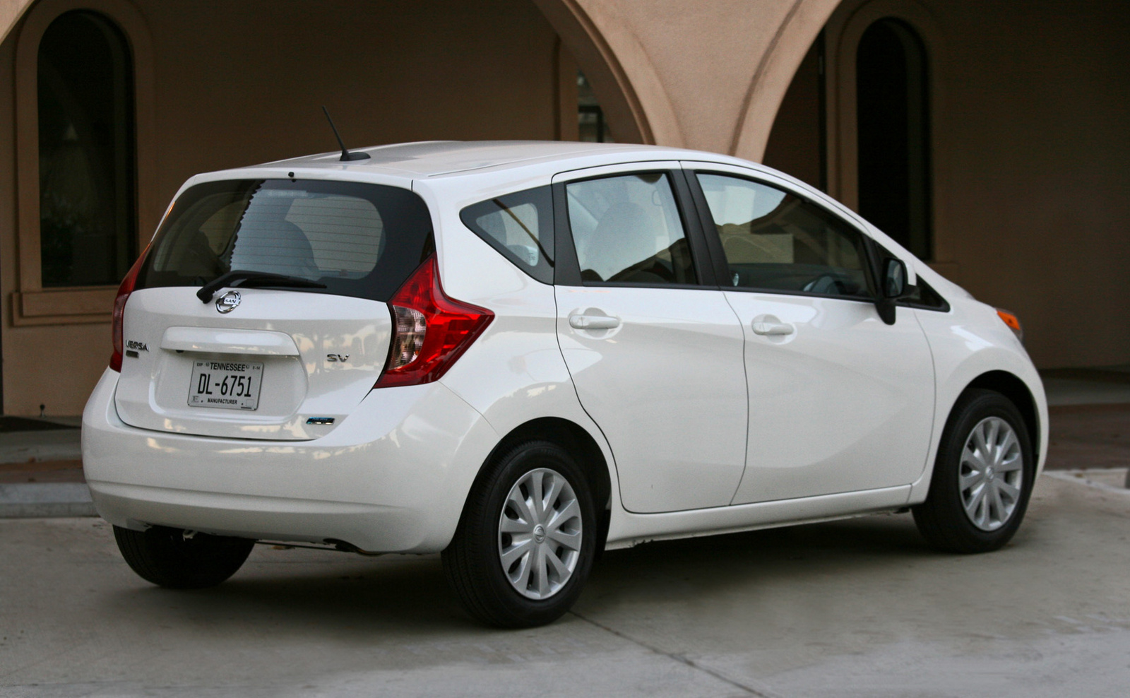 any 2014 nissan versa note owners that are male cars. Black Bedroom Furniture Sets. Home Design Ideas