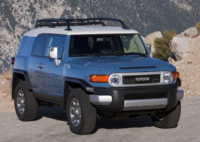 2014 Toyota FJ Cruiser, Front-quarter view, exterior, manufacturer, gallery_worthy