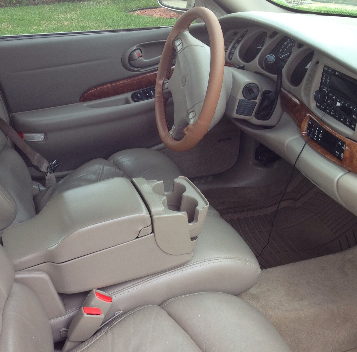 1995 Buick Roadmaster Interior: 2000 Buick LeSabre