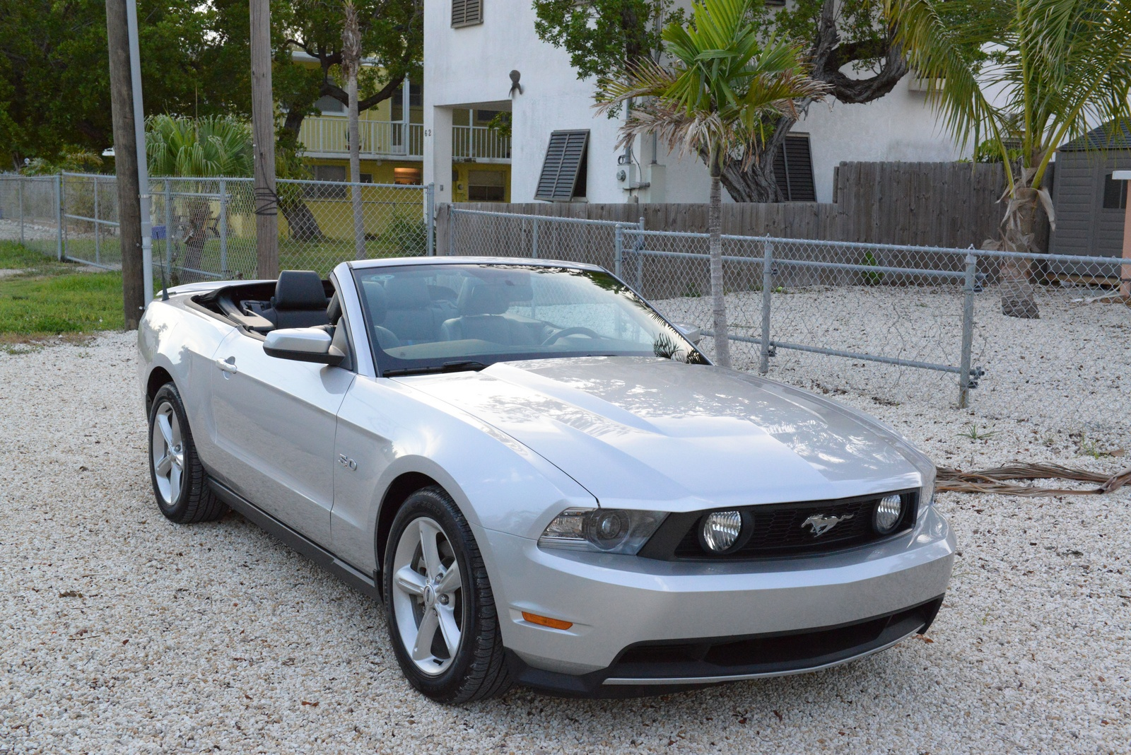 2012 ford mustang gt convertible review. Black Bedroom Furniture Sets. Home Design Ideas