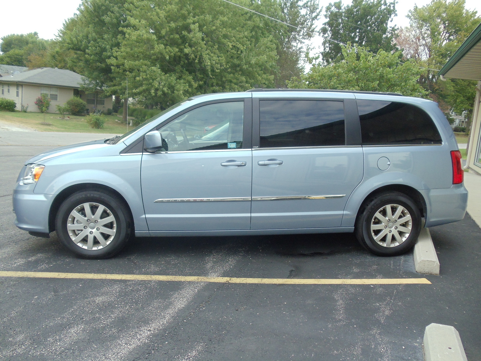 picture of 2013 chrysler town country touring l exterior. Cars Review. Best American Auto & Cars Review