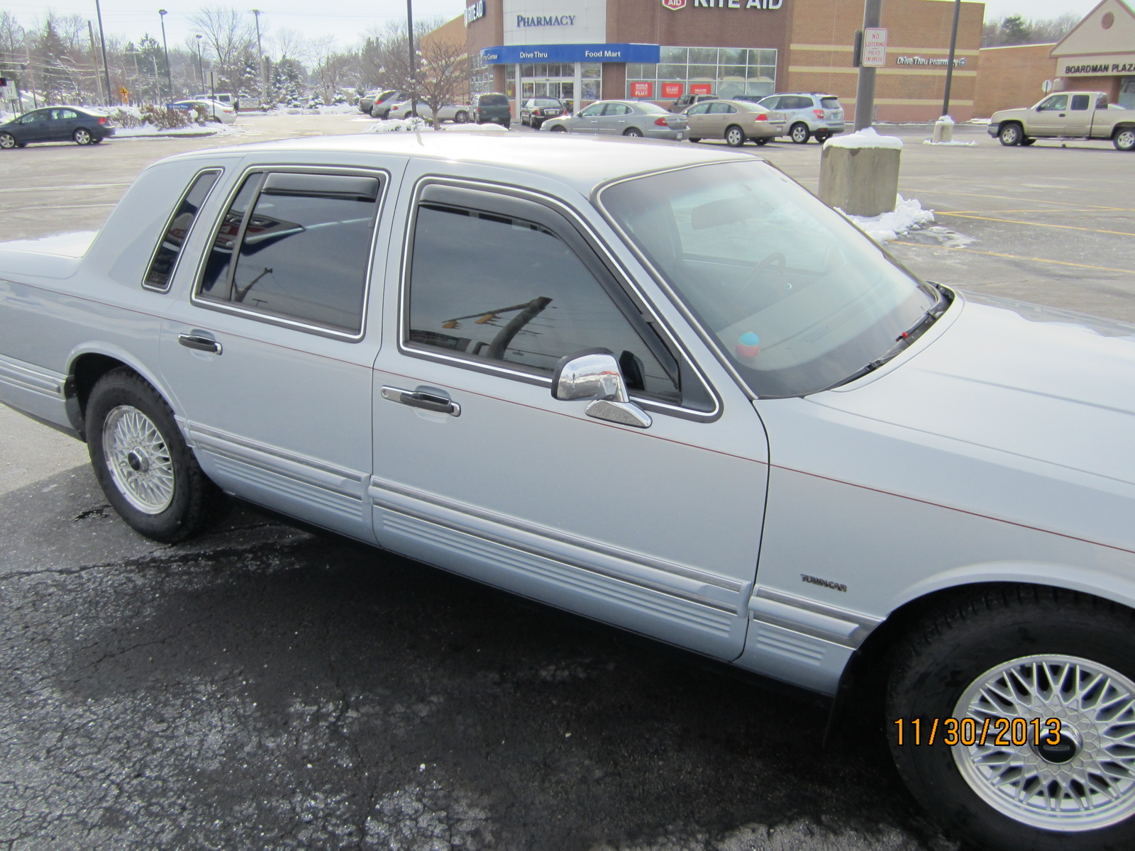 Picture of 1993 Lincoln Town Car Executive