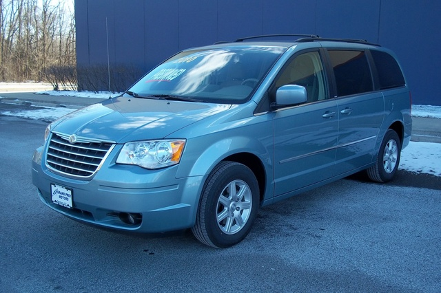 Picture of 2010 Chrysler Town & Country