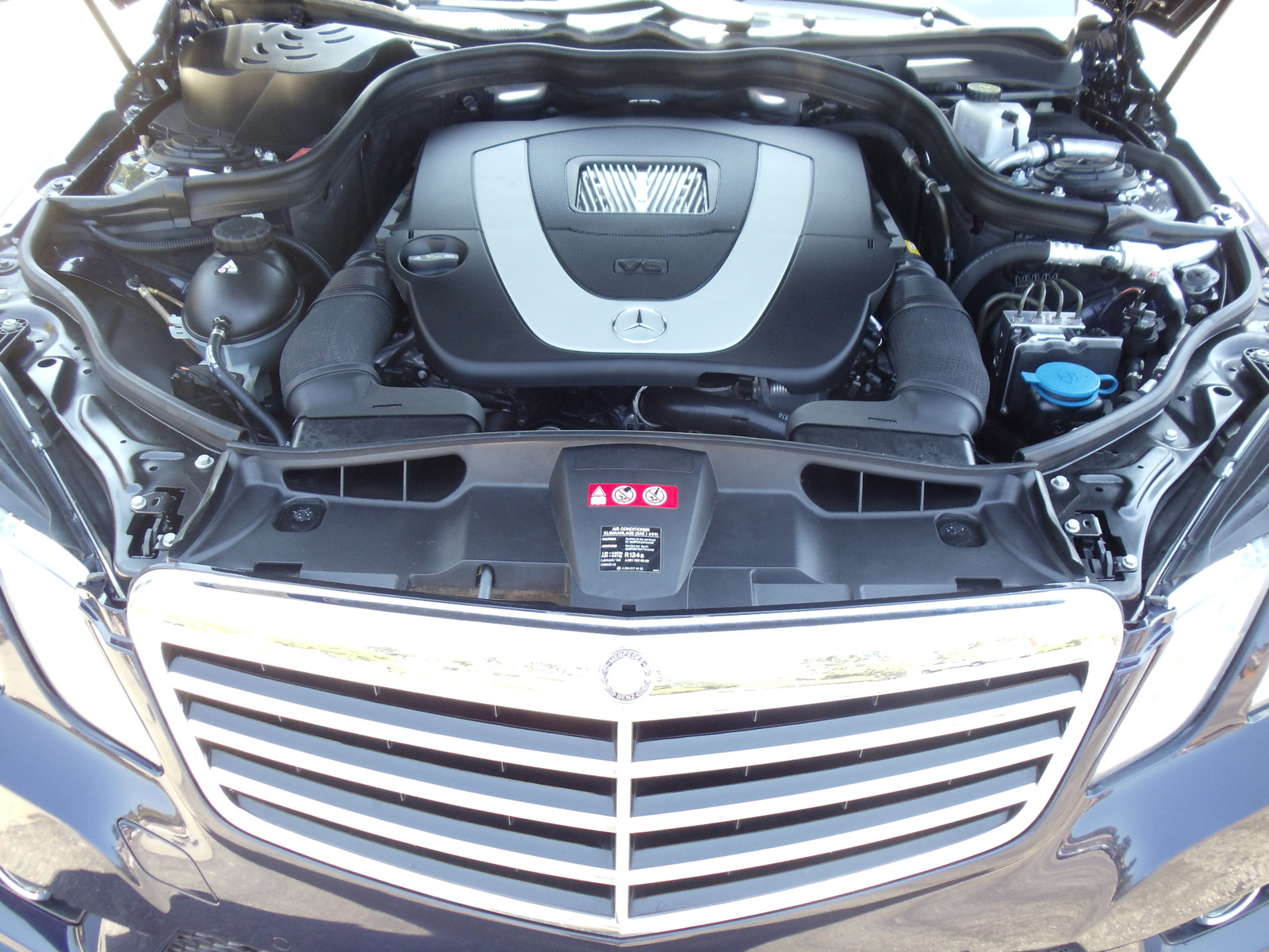 Mercedes e350 convertible battery location mercedes get for Mercedes benz locator