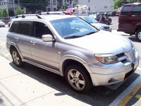 Picture of 2005 Mitsubishi Outlander Limited, exterior