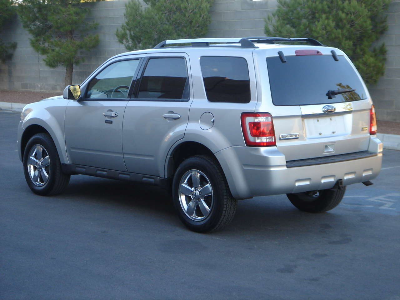2008 Ford Escape Xls Picture of 2010 Ford Escape Limited, exterior