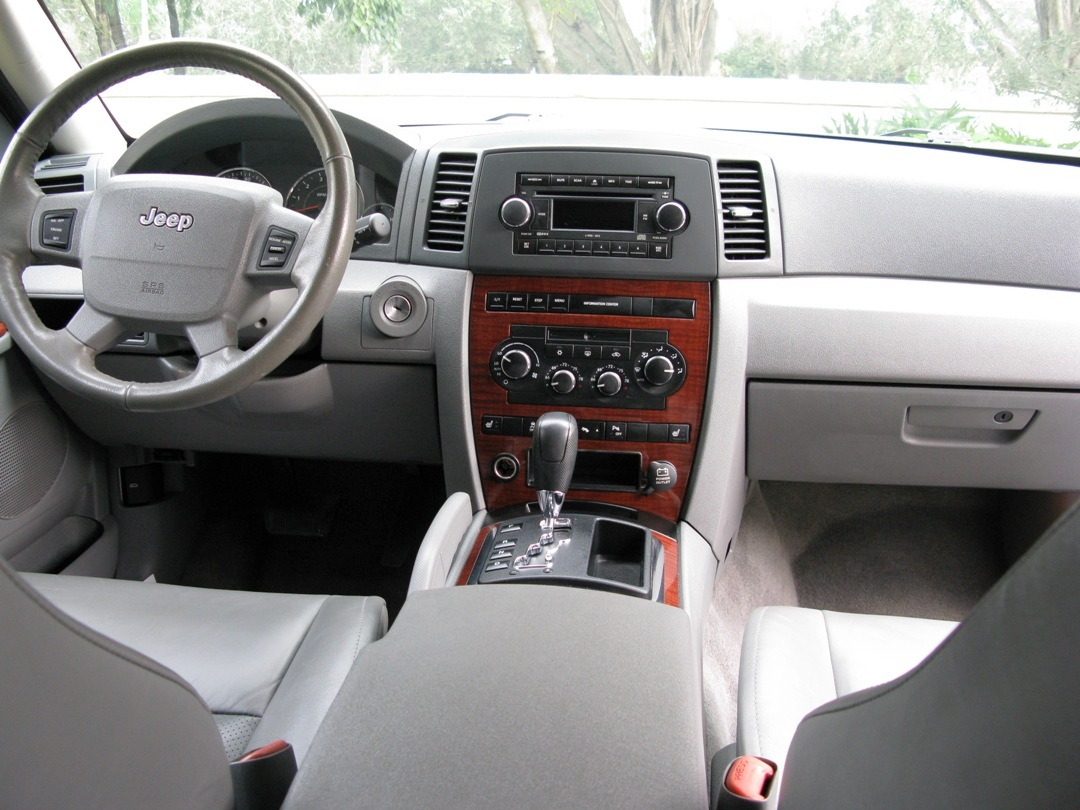 2007 Jeep Grand Cherokee Interior Pictures To Pin On Pinterest Pinsdaddy