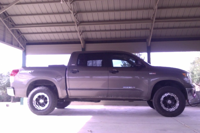 2010 Toyota Tundra Limited CrewMax 5.7L 4WD, This is one of the best trucks I've ever owned it has never been in the shop., exterior, gallery_worthy