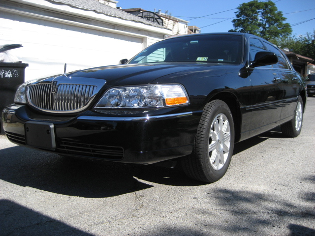 used lincoln town car for sale chicago il cargurus. Black Bedroom Furniture Sets. Home Design Ideas