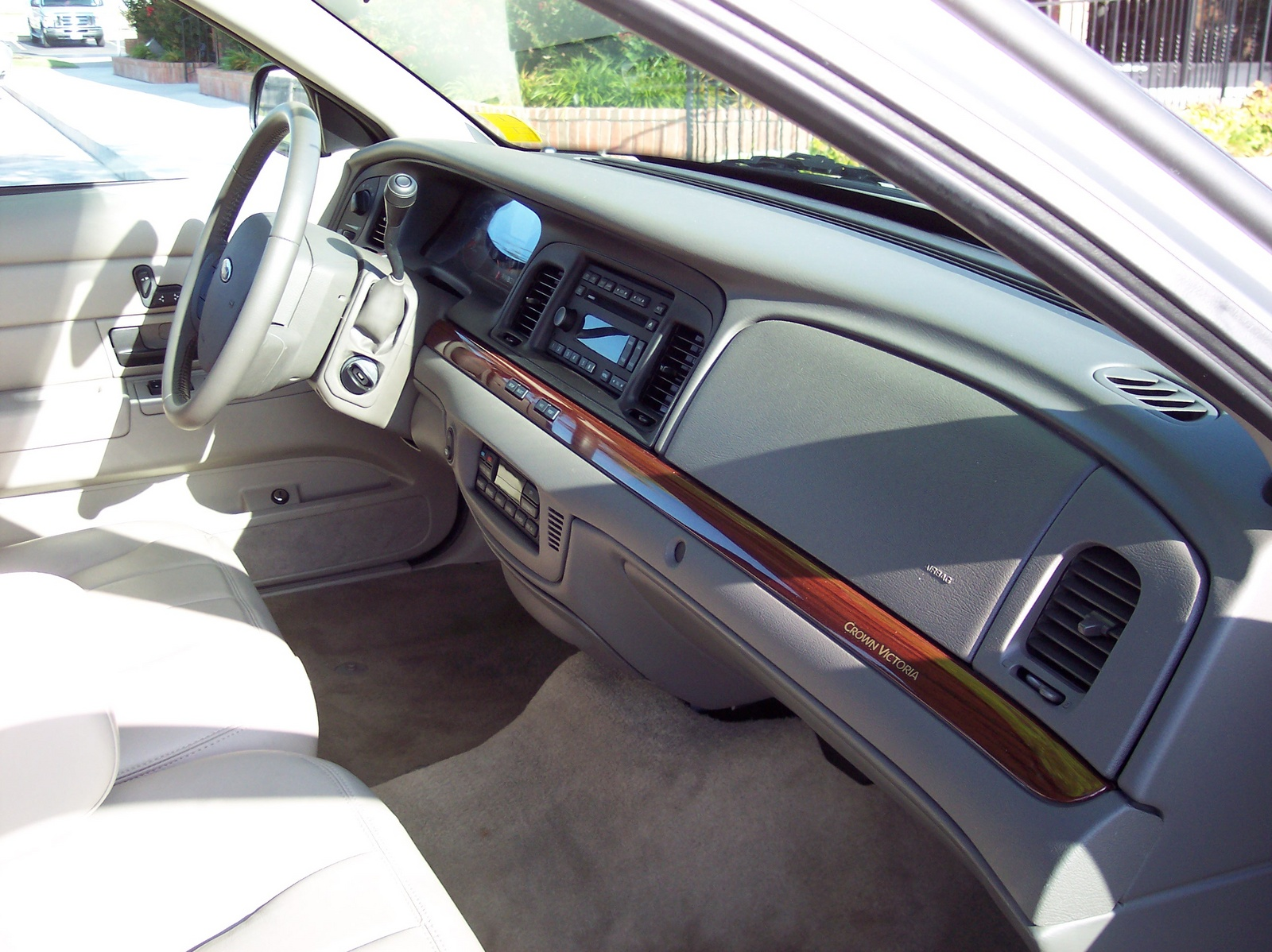 Picture of 2011 Ford Crown Victoria LX, interior