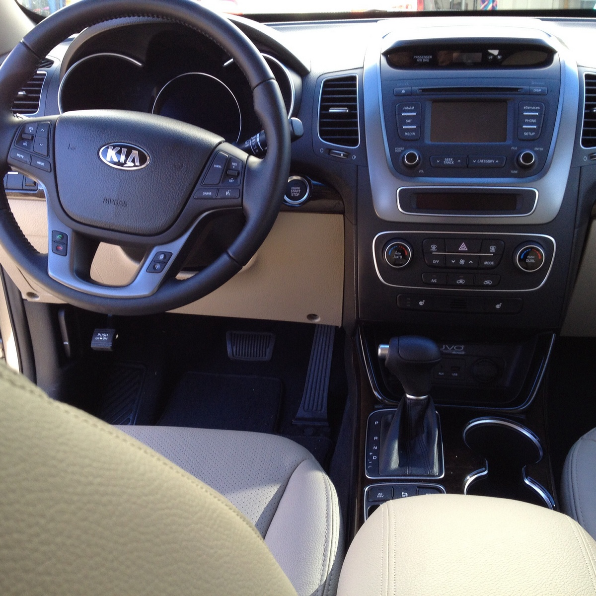 2013 Kia Sportage Ex: 2014 Kia Sorento