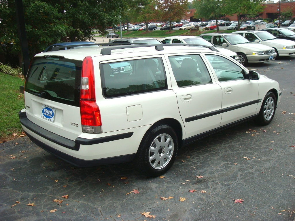 2002 Volvo V70 - Pictures