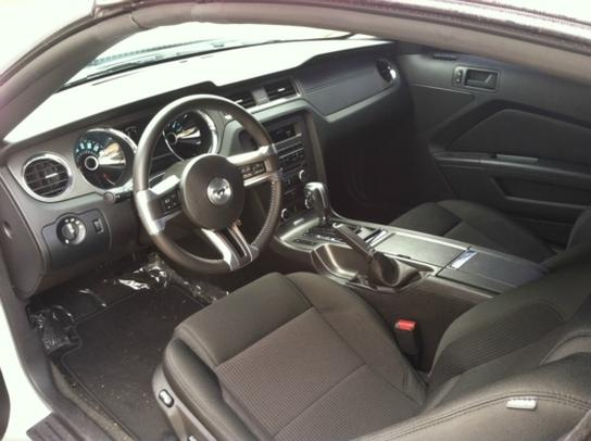 2014 ford mustang interior pictures cargurus. Black Bedroom Furniture Sets. Home Design Ideas