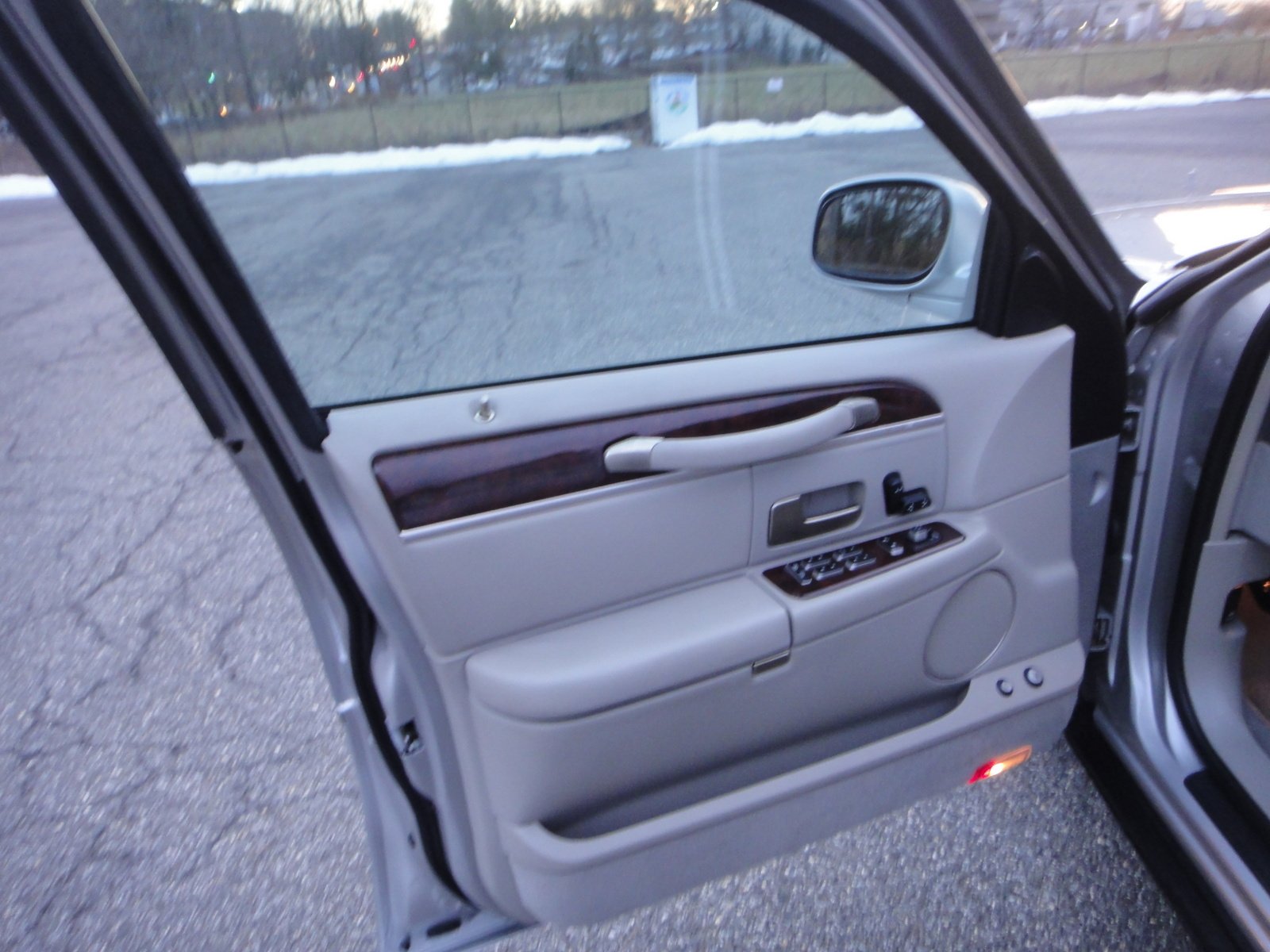2007 lincoln town car pictures cargurus. Black Bedroom Furniture Sets. Home Design Ideas