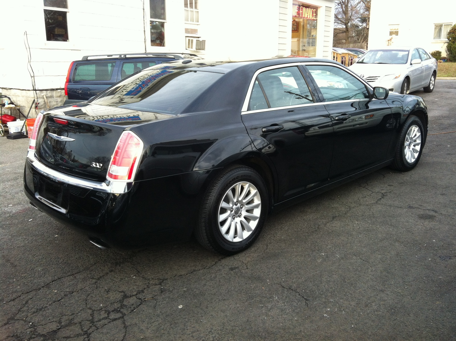 2013 chrysler 300 reviews ratings yahoo autos weblog. Black Bedroom Furniture Sets. Home Design Ideas