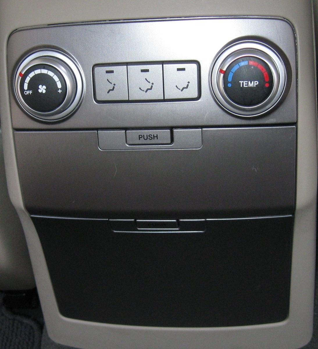 2012 Hyundai Equus Interior: 2011 Hyundai Veracruz