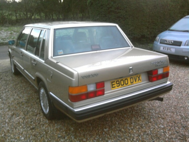 Picture of 1988 Volvo 760