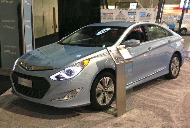 2014 Hyundai Sonata Hybrid, Front-quarter view at the New England International Auto Show, exterior, manufacturer