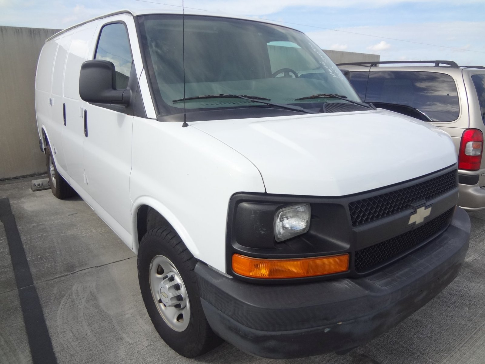 Picture of 2005 Chevrolet Express G1500 Passenger Van