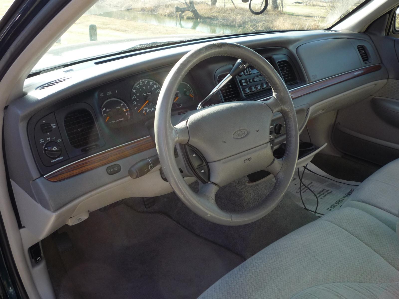 Ford Crown Victoria Dr Lx Sedan Pic