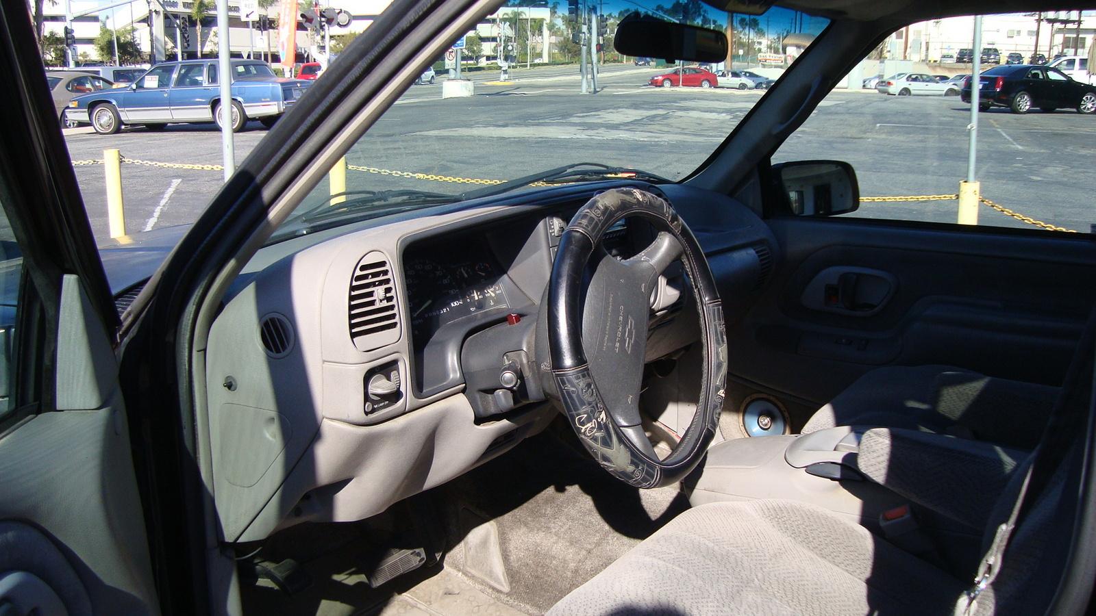 1995 Chevrolet Suburban C1500, Picture of 1995 Chevrolet Suburban 4 Dr C1500 SUV, interior