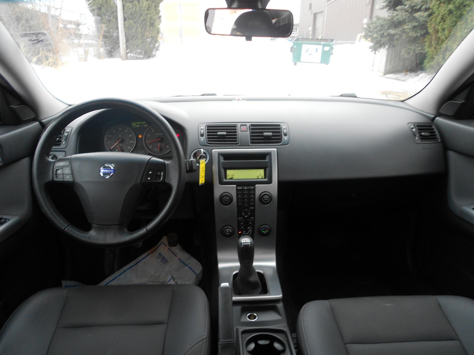 Volvo S T Awd Pic on 2000 Volvo S70 Interior