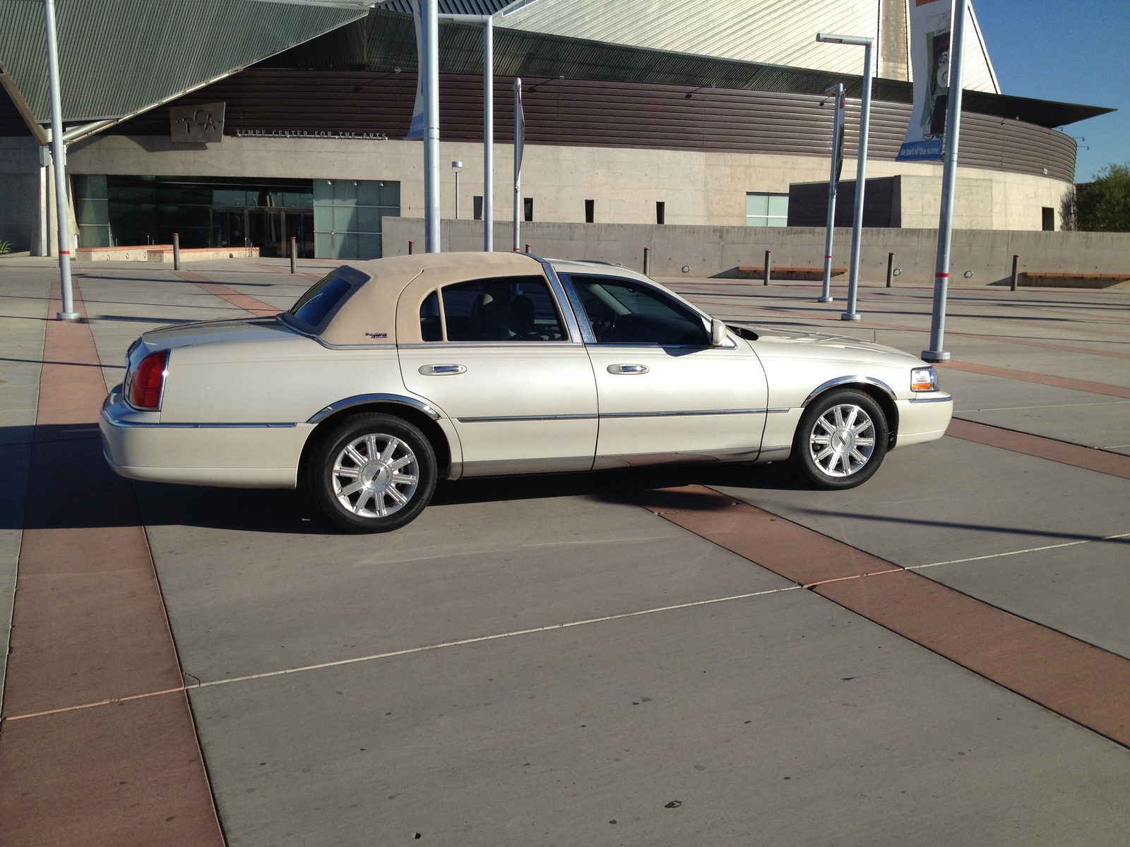 Lincoln Town Car Signature Limited Pic
