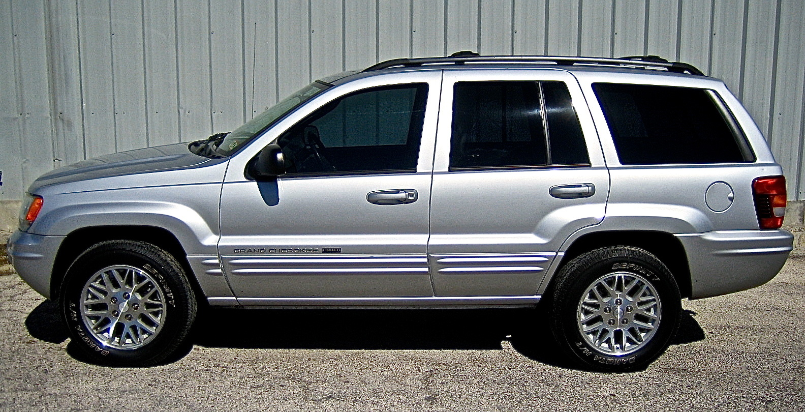 picture of 2004 jeep grand cherokee limited exterior. Cars Review. Best American Auto & Cars Review