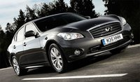 2013 INFINITI M35, Front-quarter view, gallery_worthy
