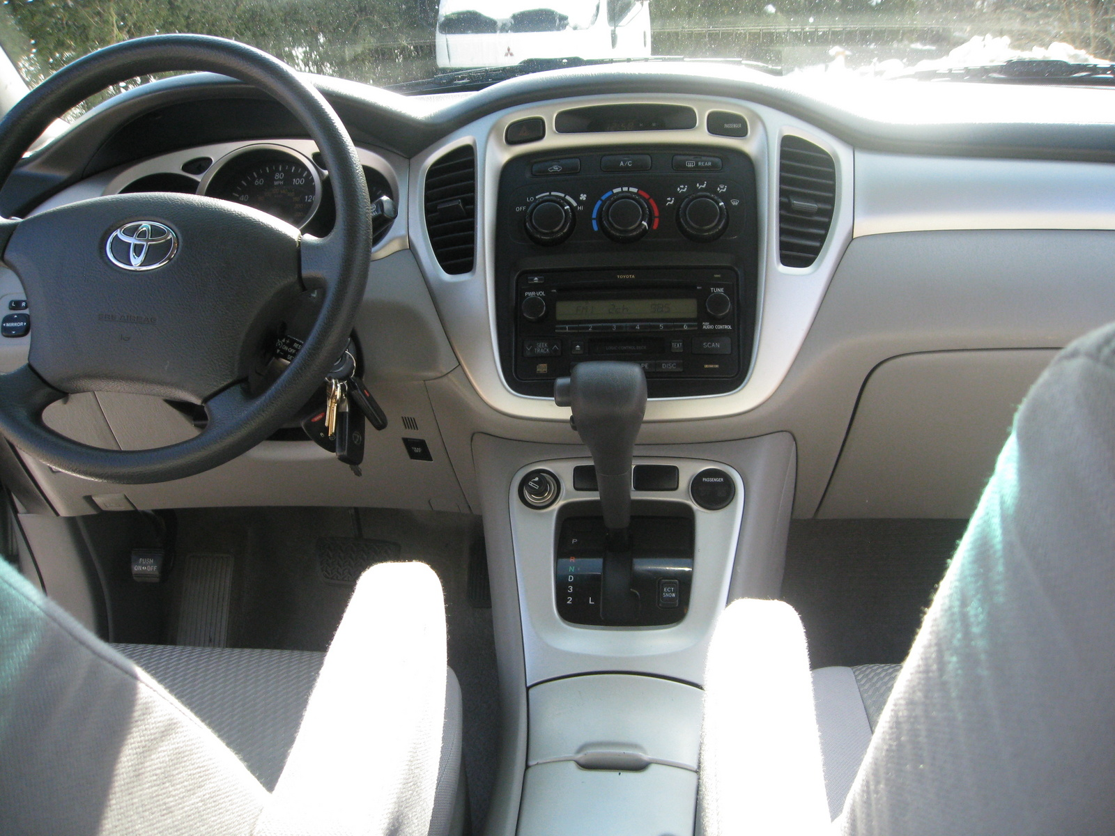 Picture of 2004 Toyota Highlander Base V6, interior