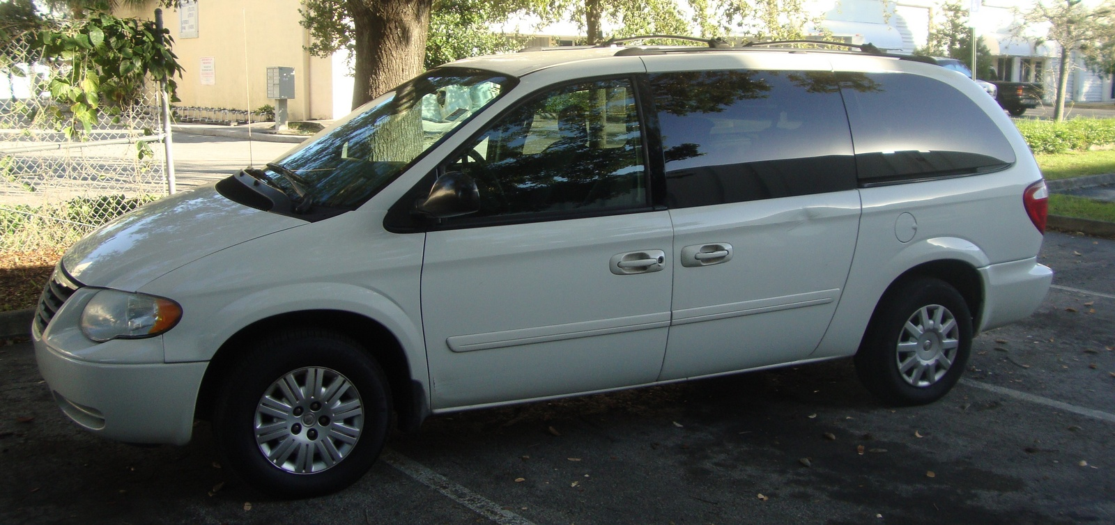 picture of 2005 chrysler town country lx exterior. Cars Review. Best American Auto & Cars Review