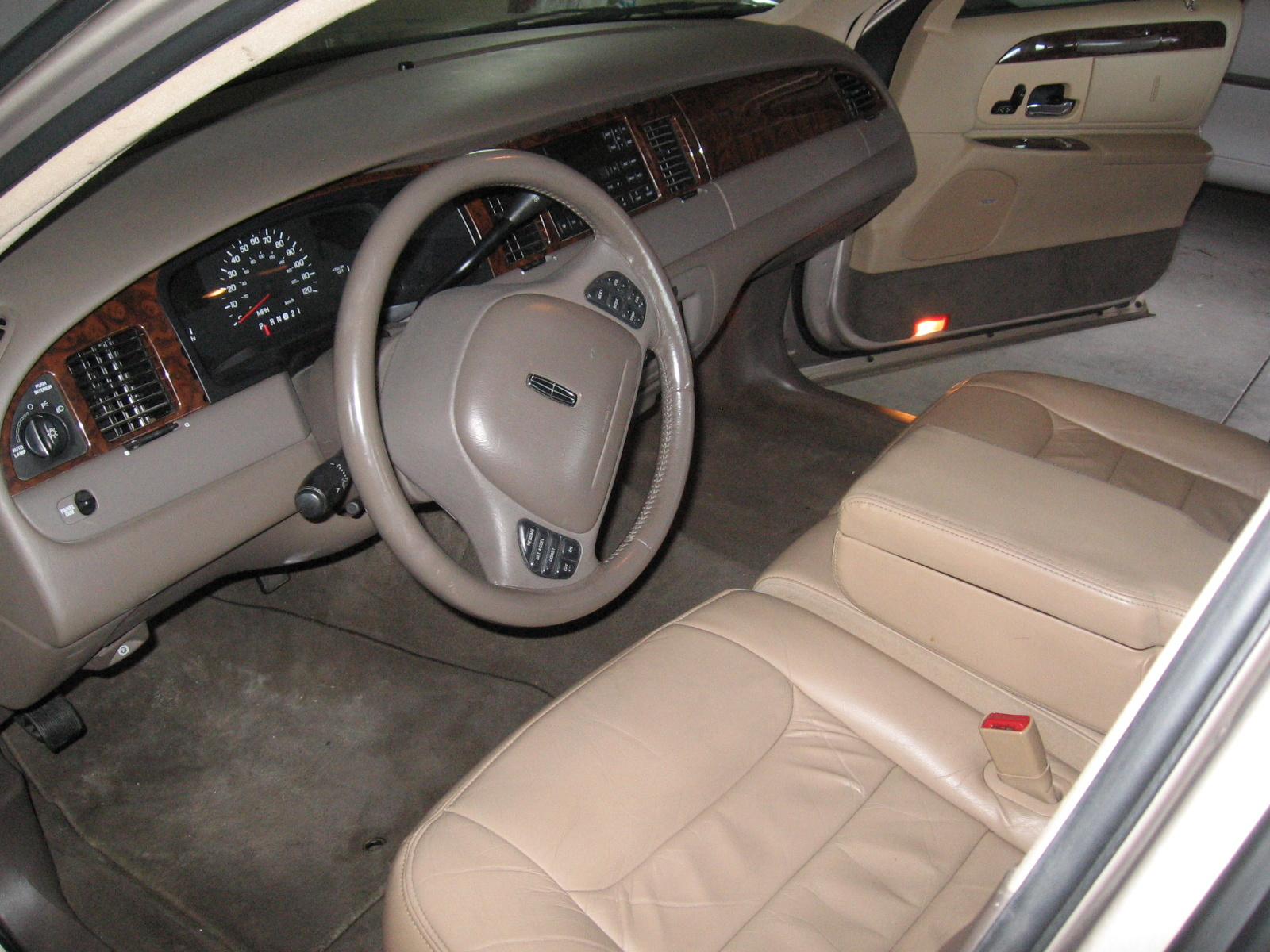 1998 lincoln town car pictures cargurus. Black Bedroom Furniture Sets. Home Design Ideas